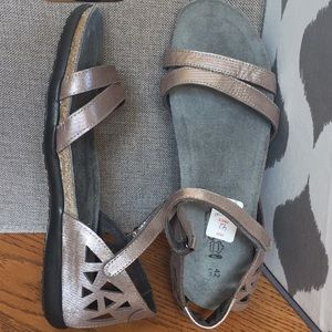 NEW! $155 NAOT 42 Taupe Metallic Leather Sandals